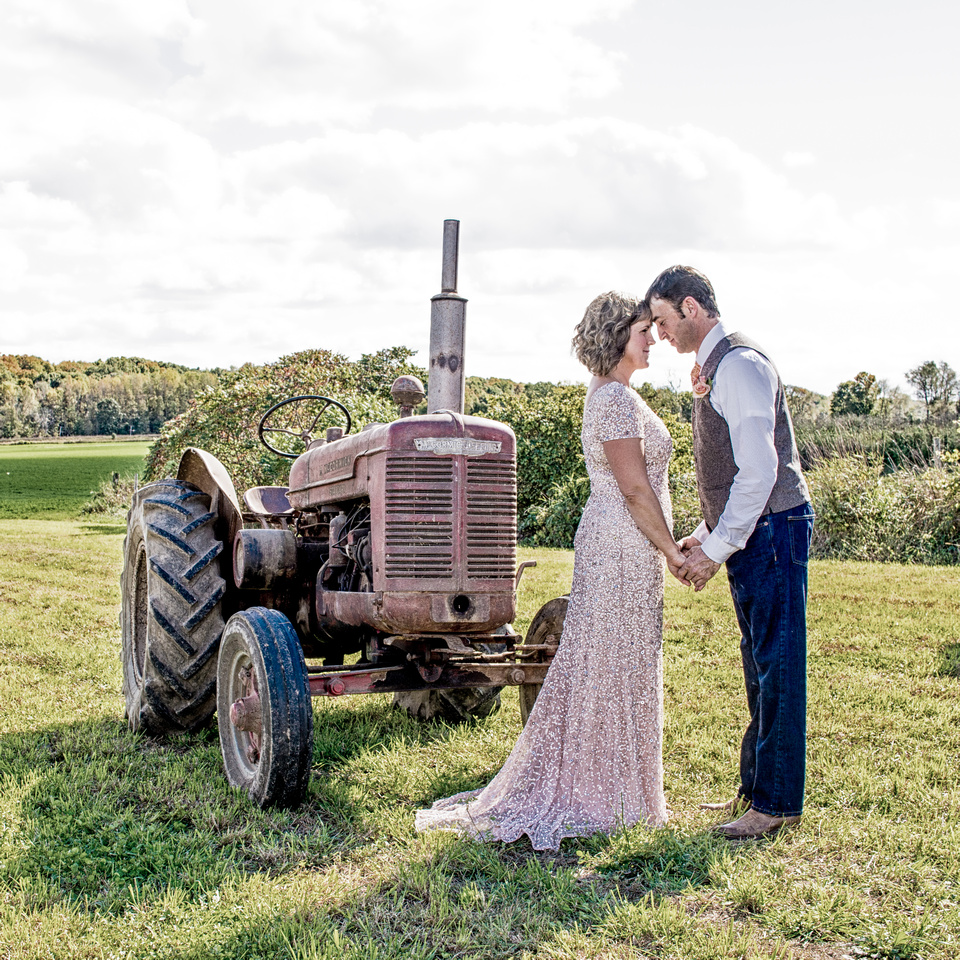 000011 Bride and Groom with old tractor